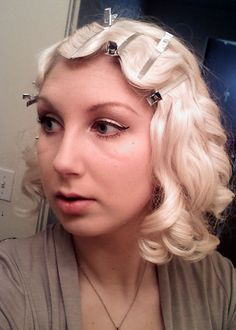 Where has this been all my life?!!! How to do finger waves, vintage hair tutorial. I love the final look, with finger waves on the top and sides, pin curls in the back!