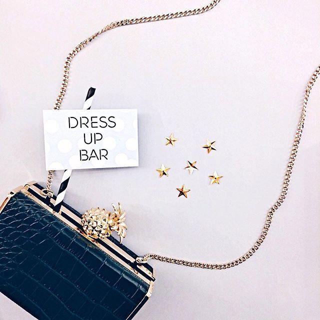 По понедельникам надо улыбаться особенно активно, потому что - это самый лучший день🖖🏻 Старт чего-то новенького и удивительного, давай так решим: будем красивыми каждый день😘Примерим новое платье или просто возьмем красивый клатч в аренду в Dress Up Bar, сделаем новый маникюр в @callmebaby_moscow, выберем особенный цвет лака, который ты бы никогда в своей жизни не выбрала 😜 В общем, никакой хандры, приезжай к нам на Сивцев вражек пер., д. 4 ❤️ Мы с 12:00🙌🏻