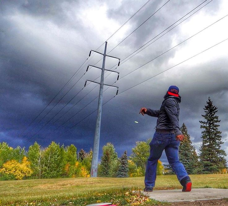 Do you Disc Golf?    -- tags -- #photo #photos #pic #pics #picture #photographer #pictures #snapshot #art #beautiful #instagood #picoftheday #photooftheday #color  #photoshoot #photodaily #photogram #hadlen #hadlenvlog #magic #hypnosis #magician #hypnotist #yxe #mentalist #illusion #mentalism #vlog #discgolf