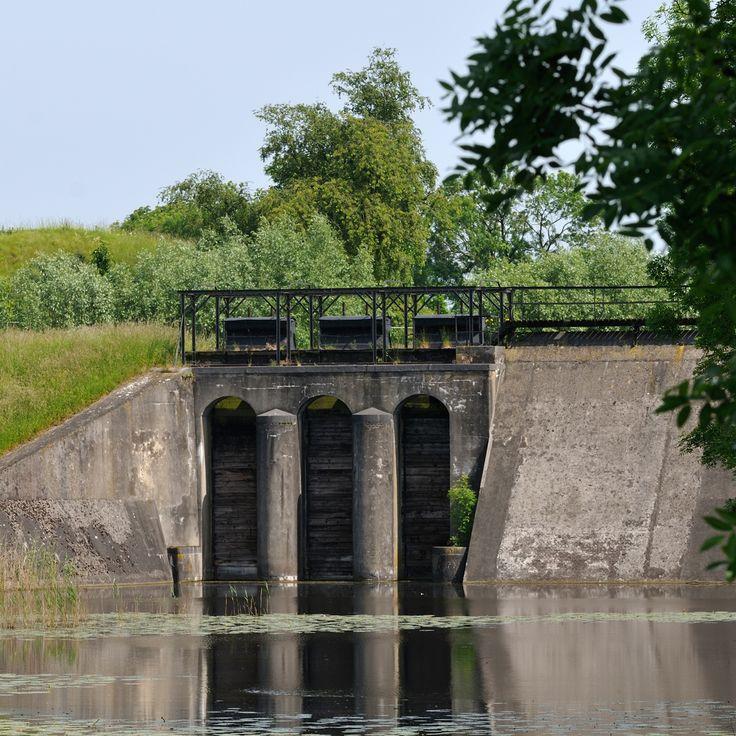Nieuwe Hollandse Waterlinie, beersluis Fort bij Everdingen