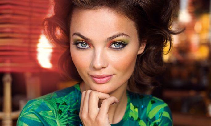 Paso a Paso: Explosión de color | Oriflame Cosmetics Una mirada única y especial. Un maquillaje a base de colores súper potentes con un toque de tono tropicales que darán un giro de 180º a tu maquillaje diario.