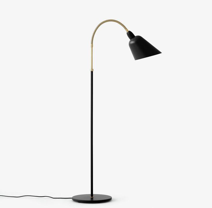 Bellevue Gulv lampe - modell AJ7 - designet av Arne Jacobsen i 1929. Bellevue lampen var Jacobsens første lampedesign med 45 graders kutt på skjermen. Formen gjør slik at lyset ikke gir overdreven blending.  Lampen kommer i 3 ulike farger: hvit, svart og grå/beige.  Materiale: Metall/messing. Lampene leveres med 2 meter tekstil ledning.  E27 max 60 Watt /12 Watt CFL  Mål: basen er 27,5 x H:88 cm +32 cm (wiren som kan bøyes på toppen) x 57 cm i dybde (kommer an på hvor langt u...