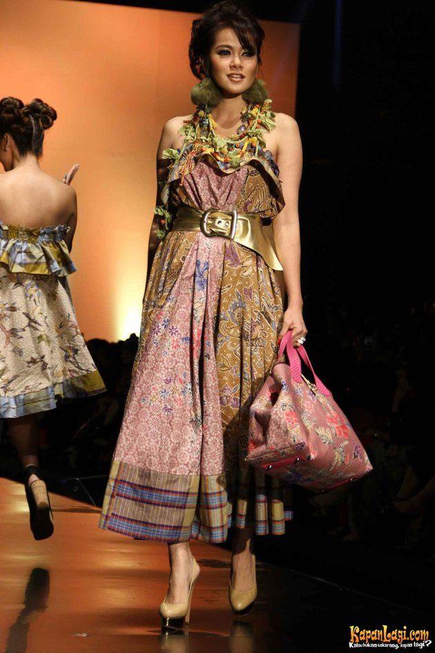 fashion-artis-by-anne-avantie-di-indonesian-fashion-week-2012-20120227-062-acat-jpg_091104.jpg (630×945)