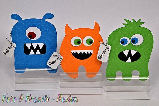 **_Lustige Monster Einladung für den nächsten Kindergeburtstag_**  Hergestellt aus geprägtem Karton, Leinencardstock, Halbperlen und 3-D Pads  Maße: 15,5cm x 10,5cm incl. weißem...