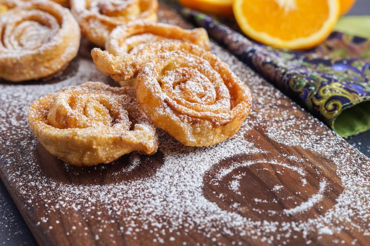 Tagliatelle Dolci di Carnevale is a delicious Carnival snack from the Emilia Romagna region of Italy. A sheet of pasta dough is sprinkled with sugar and orange zest, rolled up cinnamon roll-style, …