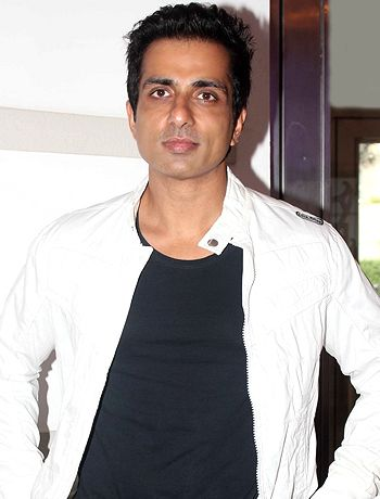 Sonu Sood is keen on becoming trainer to Shahrukh Khan!