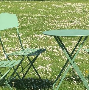 Les 25 meilleures id es de la cat gorie table ronde jardin - Chemin de table pour table ronde ...