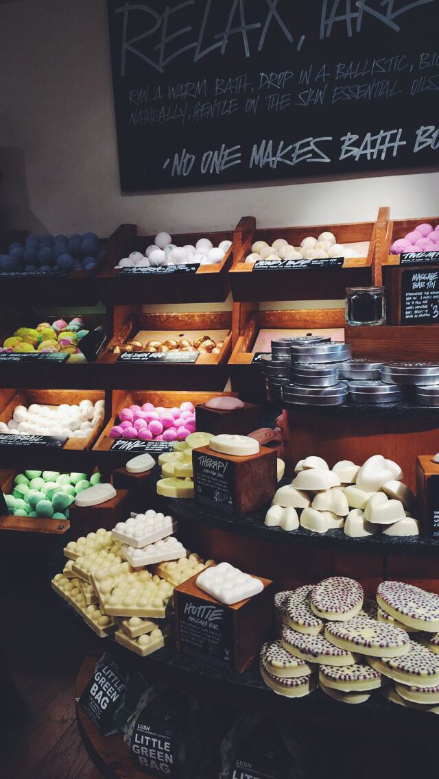 lush. :( I dont have a lush store near me!