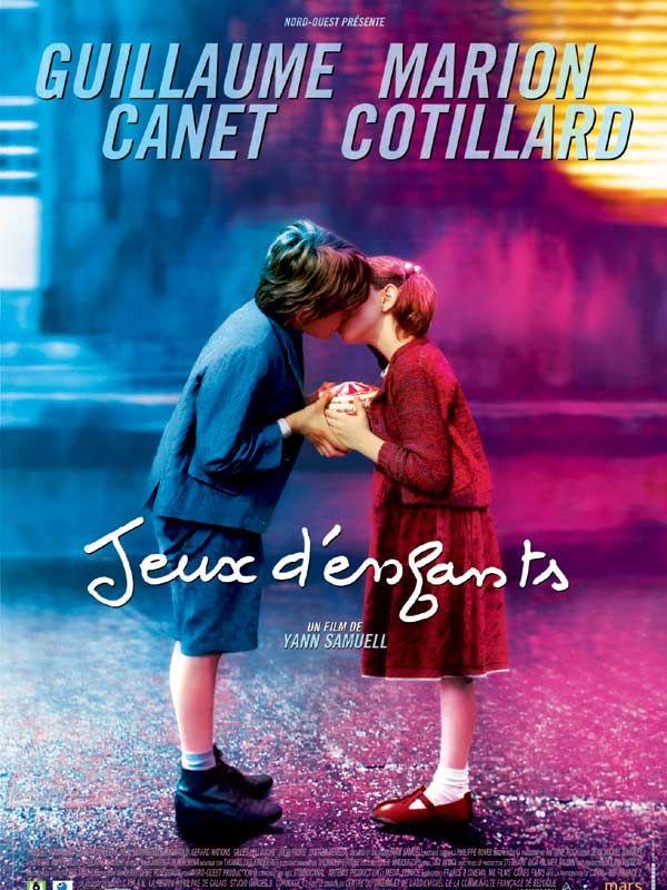 """Jeux d'enfants est un film de Yann Samuell avec Guillaume Canet, Marion Cotillard. Synopsis : Une vie entière pour se dire """"je t'aime"""". 80 ans pour démarrer une histoire d'amour. Et tout ça à cause d'un jeu. Ou peut-être grâce"""
