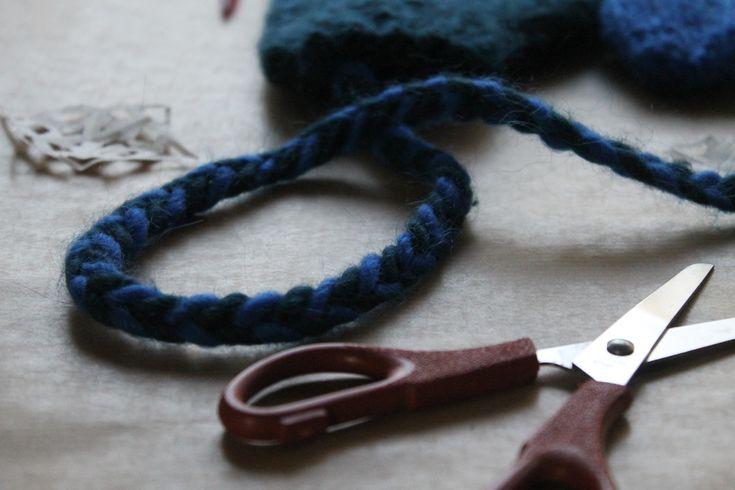 free mittens on a string knitting pattern at LoveKnitting