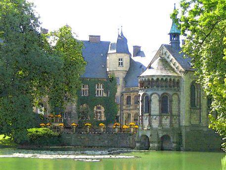 'Schloss Darfeld, Niederrhein' von Dirk h. Wendt bei artflakes.com als Poster oder Kunstdruck $18.03