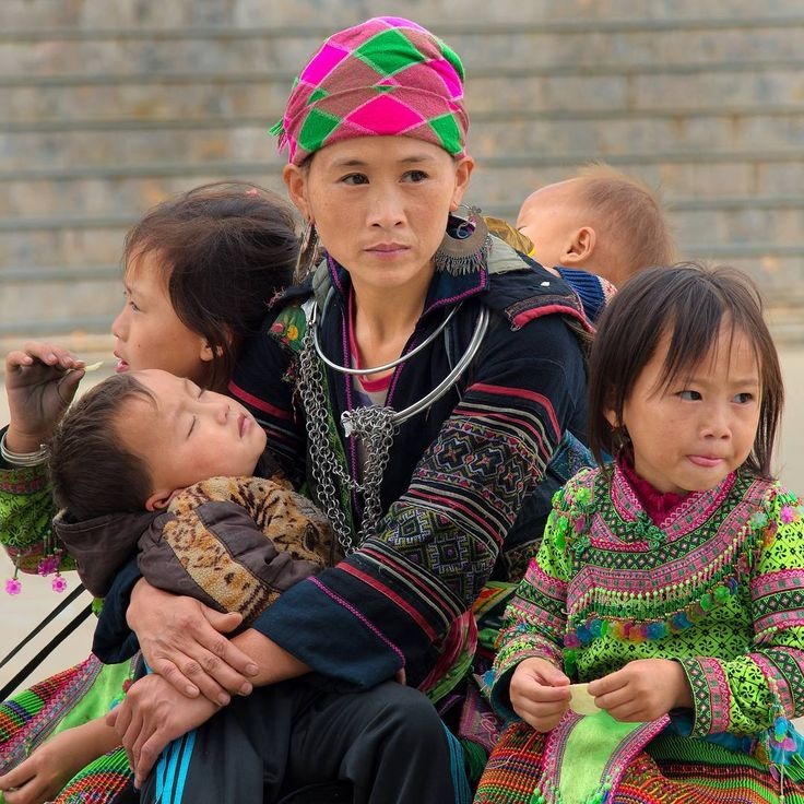 "37 Me gusta, 2 comentarios - Mike Pollock (@traveltoasiaandback) en Instagram: ""A family, Sa Pa, Lao Cai Province, Vietnam #traveltosapa"""