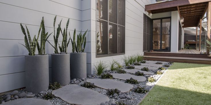 #Steppingstones #steppers #Bluestone #armstoneau #organicshape #outdoorliving #ladscapers #pebbles #stonepebbles #volcanicpebbles