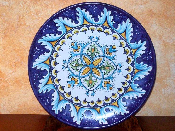 Wall plate, handpaited. Piatto di ceramica dip. a mano #majolica #Italy http://ceramicamia.blogspot.it/2011/04/la-differenza-tra-ceramica-e-maiolica.html