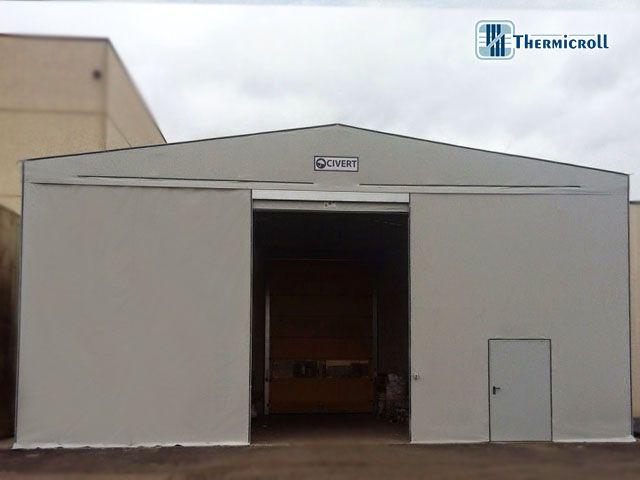 #doppie #porte #coibentate #rapide #avvolgibili thermicroll installate nel #tunnel #mobile @civert   http://www.thermicroll.com/chiusure-industriali-umbria-capannoni-pvc/