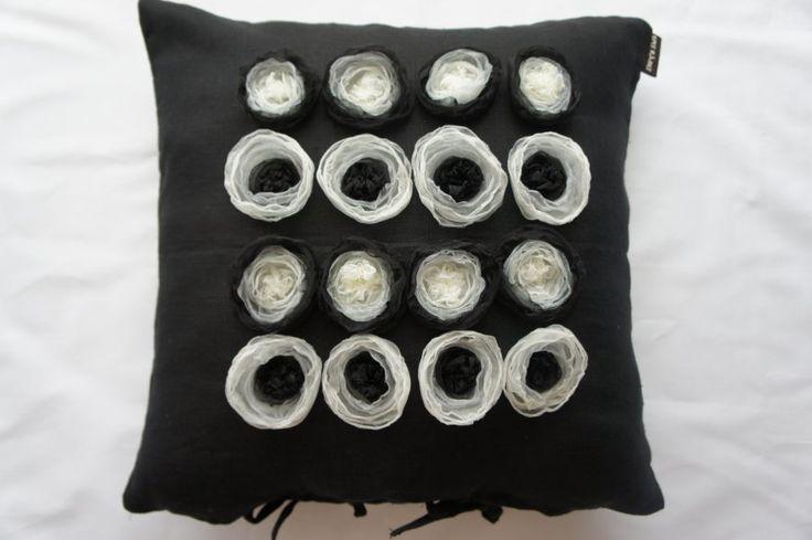 Černobílá elegance 50x50 cm