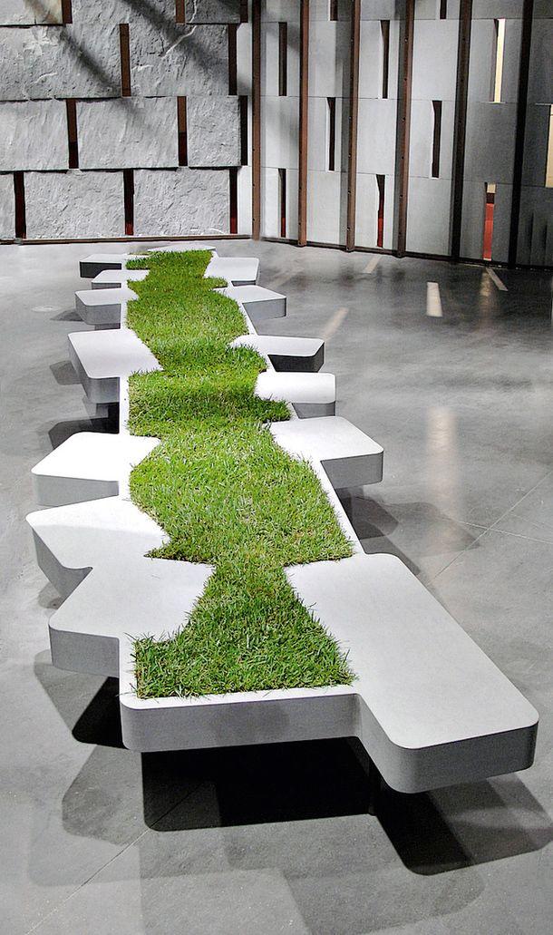 Каменная скамья из коллекции Saturnia, Piba Marmi, 2009.
