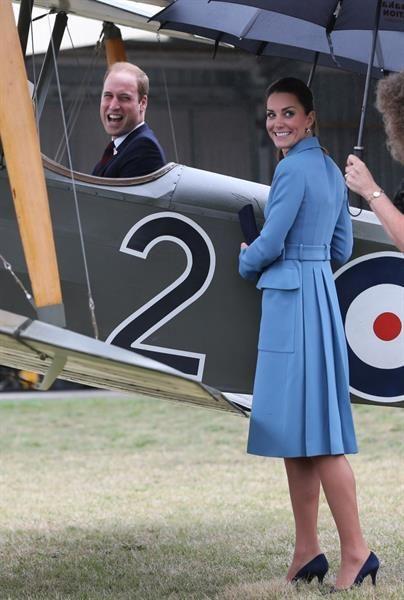 Кейт миддлтон голубое пальто
