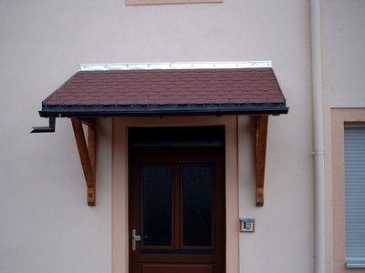 Beim Vordach Pfälzerwald handelt es sich um ein hochwertig verarbeitetes Pultvordach. Das Vordach Pfaelzerwald stellt die größte Variante der von uns angebotenen Pultdächer dar.