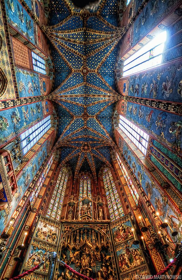 St. Mary's Altar. Kraków - I am always   amazed and saddened by the wealth of the churches and the coincidal poverty of the people where these majestic edifices are built.