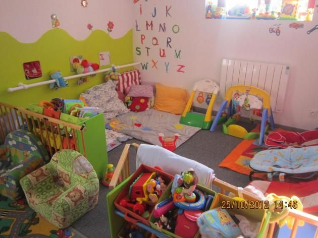 1000 images about chambre des bebes on pinterest montessori coins and ball pits. Black Bedroom Furniture Sets. Home Design Ideas