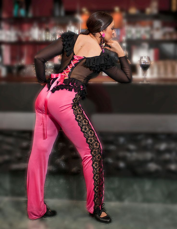 Fucsia Jumpsuit, Rosalia Zahino designer of feria dresses now has an on-line store for stage worthy dance outfits. a través de Flamenco Kitsch