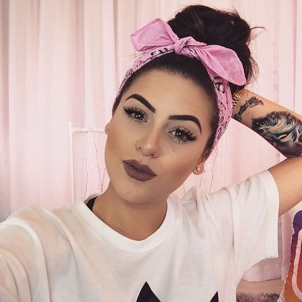ROBERTA BITENCOURT DE ANDRADE – Dicas de moda, artesanato, Unhas decoradas, penteados, cabelos, decoração, saú… in 2020 | Headband hairstyles, Scarf hairstyles, Bandana hairstyles