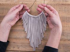 Tutoriale DIY: Cómo hacer un collar de flecos con trapillo vía DaWanda.com