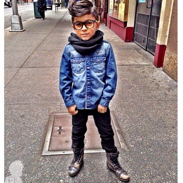 Meninos Estilosos Moda Infantil Masculina #boys Fashionistas do Instagram - Coturno e camisa jeans  @gavster_07 #postmyfashionkid #fashionkids: