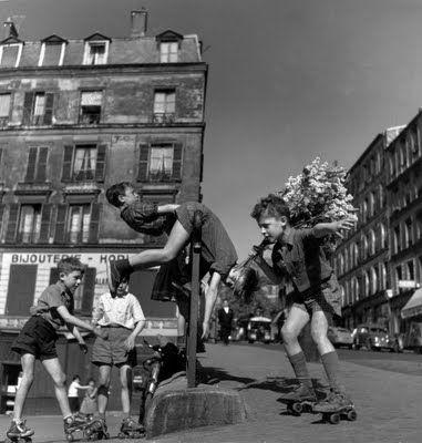 Robert Doisneau - boys on roller skates Paris 1950s