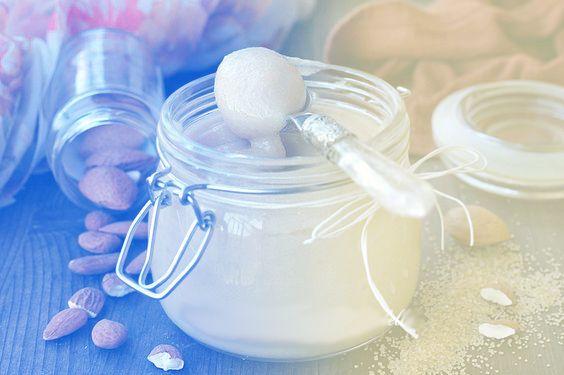E' una crema a base di farina di mandorle, utilizzata nella preparazione di dolce. Alla farina di mandorle vengono unite zucchero, burro, uova a cui si possono aggiungere aromi. Una vera e propria squisitezza !!   #crema #mandorle #sweetdreams