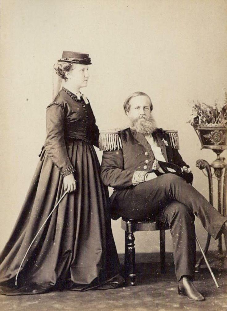 esmatto:    Isabel e Pedro II 1870 (Dona Isabel, Princesa Imperial, e o Imperador Dom Pedro II, com uniforme de Almirante, )