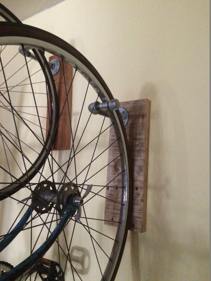 Pallet Bike Rack - Natural by FreedomAndFriends on Etsy https://www.etsy.com/listing/464365163/pallet-bike-rack-natural