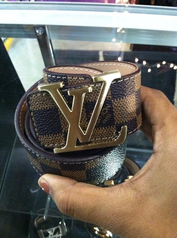 Louis Vuitton LV Belt por HausofVivienne en Etsy, $100.00