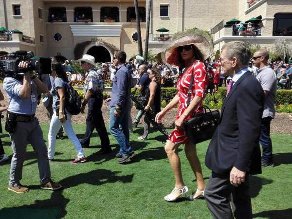 Pin for Later: Caitlyn Jenner's Horse Racing Outfit Is Just So Chic