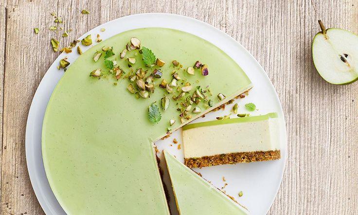 Cheesecake med pære, pistaciebund og limegelé  opskrift | Dr. Oetker