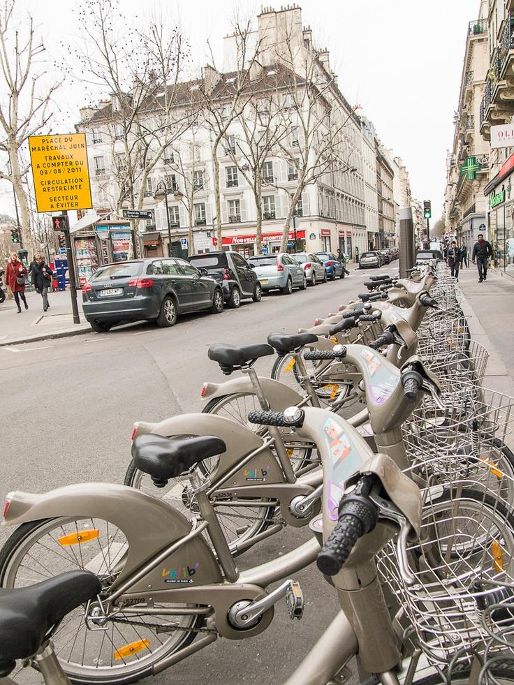 Pariisi  Kaupunkipyörillä olisi ollut kiva ajaa jos niihin olisi päässyt käsiksi. Olisi pitänyt olla jokin kortti.