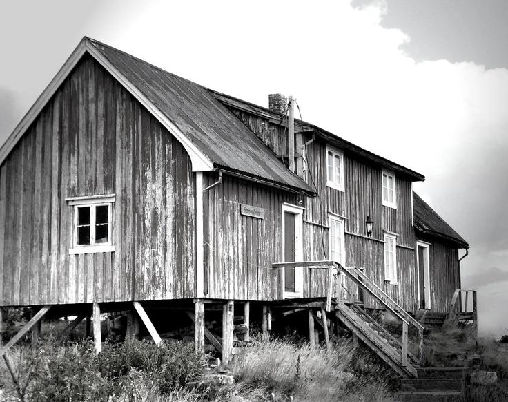 some spooky house on Lofoten