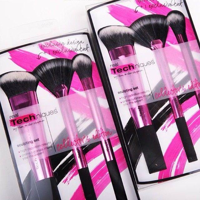 Se hva vi har fått inn... Dette nydelige settet fra Real Techniques!!! Legges ut tidlig neste uke... #sminke #makeup #beauty #iglowno #realTechniques #sminkekoster #makeupBrushes #sculptingSet #nyhet #love #pretty #pink #måha