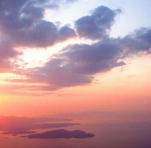Ο+ήλιος+ανατέλλει+πίσω+από+τη+νότια+Εύβοια+/+Greece:+the+sun+is+rising+over+the+island+of+Euboea