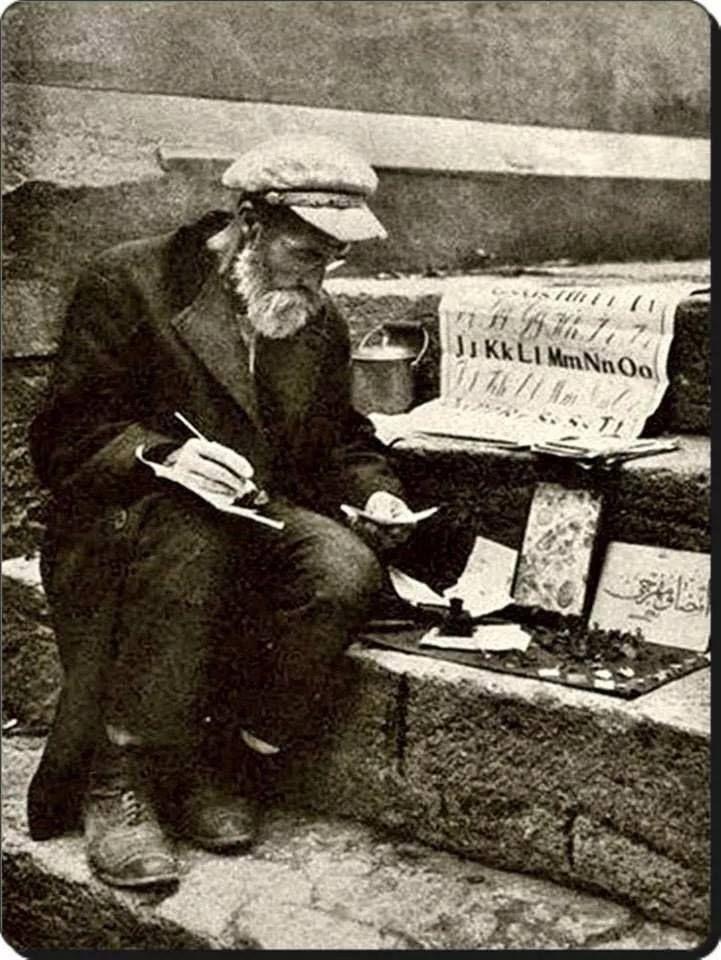"""Yeni Harflerle Mühür yapan bir """"Mühürcü"""" (Hakkak)- Ocak 1929"""