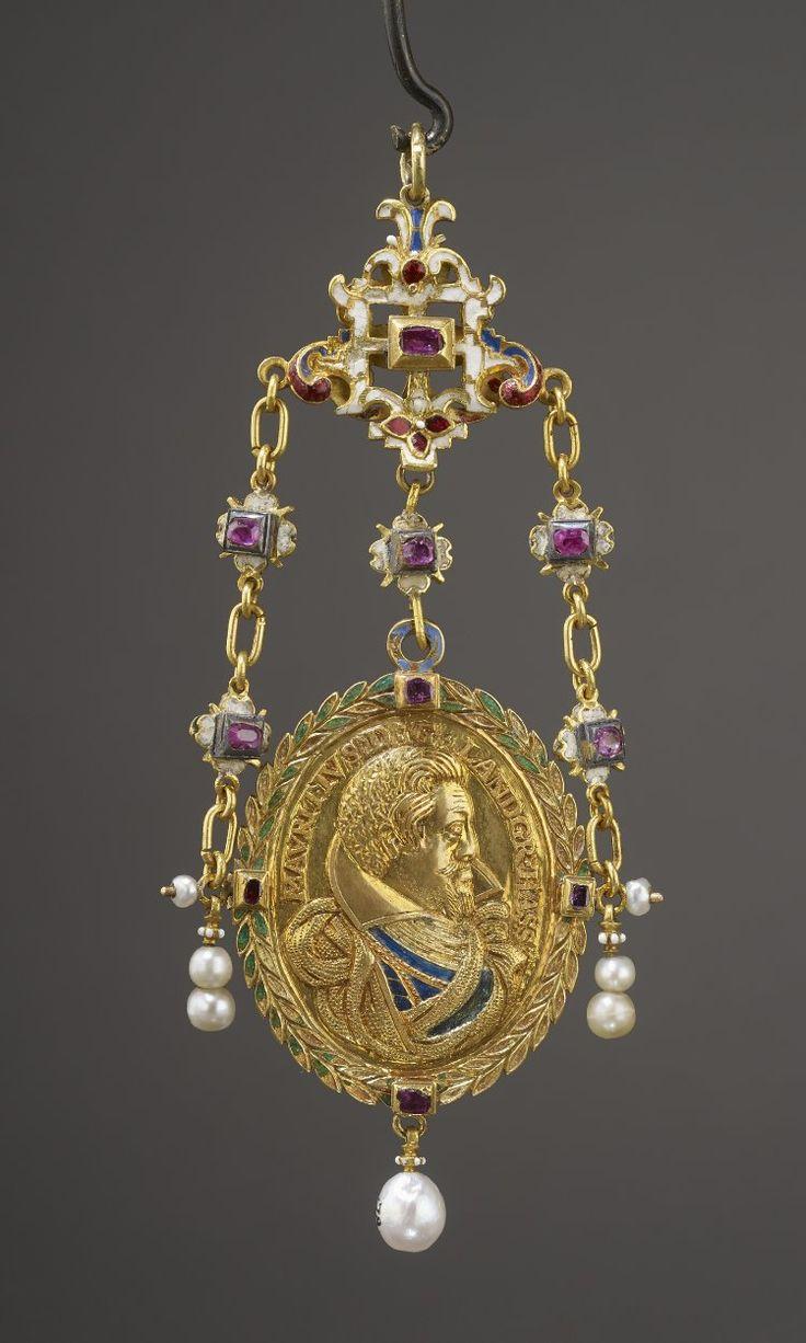 Gold pendant gold; oval medallion of bust of Maurice, Landgrave of Hesse-Cassel (1572-1632). Germany       1603-1627.