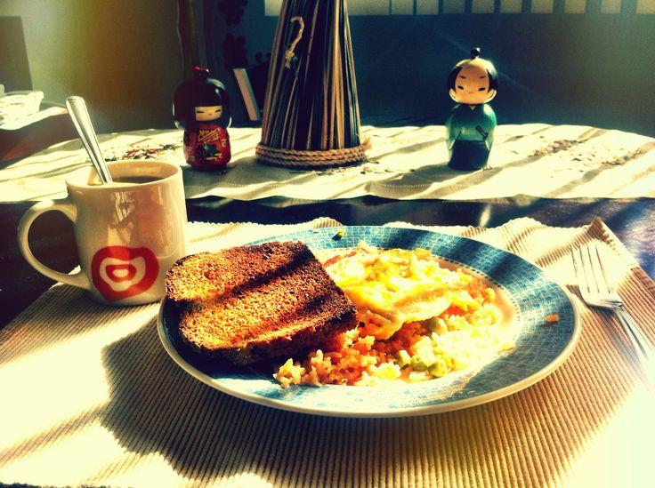 Omelet y pan tostado