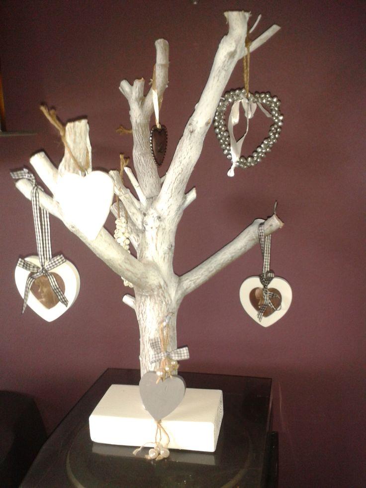 Prachtige decoratieve liefdes boomstam. In verschillende kleuren verkrijgbaar. Prijs: 22,50 euro per stuk.