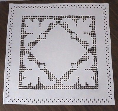 De-Coleccion-Mano-Bordadas-Hardanger-Tapete-Blanco-Bordado-Blanco-19-034-Plaza