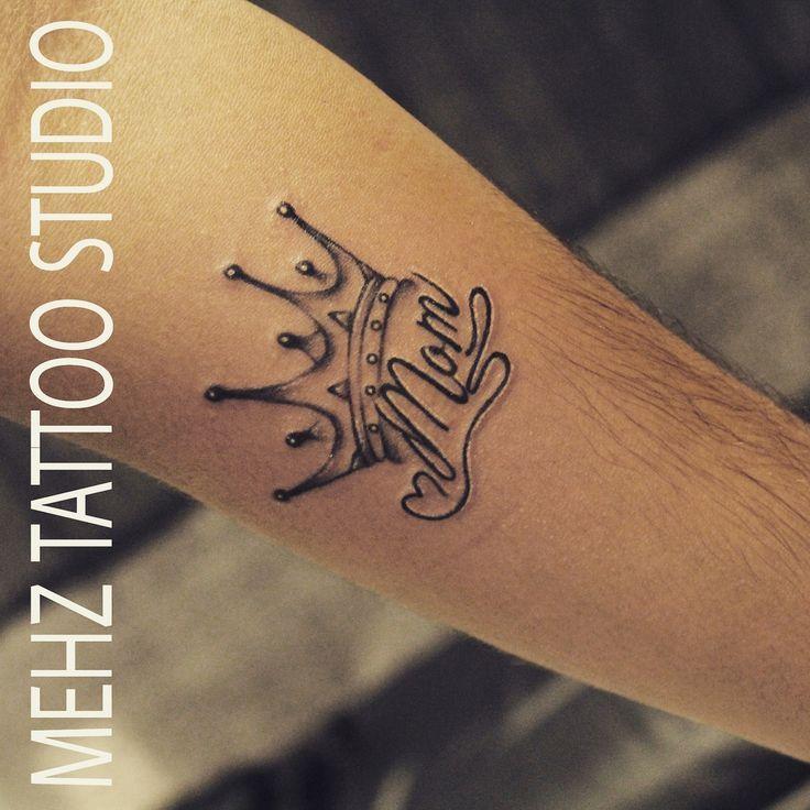 Name Mit Krone Tatowierung Erledigt Von Mahesh Amin Im Mehz Tattoo Studio Mumbai Indien Erledigt Krone Mahesh Queen Tattoo Tattoos Name With Crown Tattoo