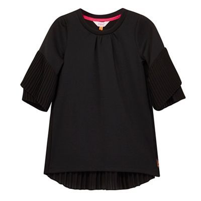 A versatile option for a girl's wardrobe, this top from the Baker by Ted Baker childrenswear range is perfect for parties. Featuring a dipped hemline, it has been designed with pretty pleating at the back and sleeves.