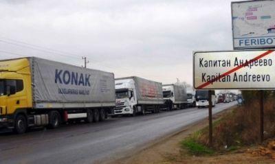 Coloană de camioane la frontiera dintre Bulgaria şi Turcia