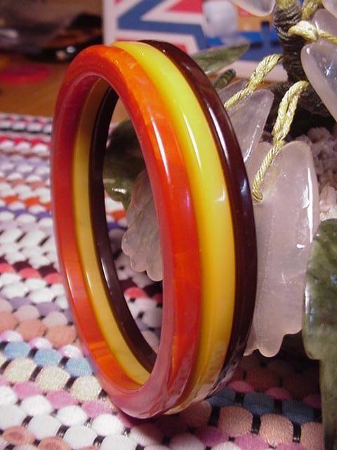 3+Vintage+Bakelite+Bangle+Bracelets+BURNT+ORANGE,BUTTERSCOTCH,RUST+BROWN+spacers+