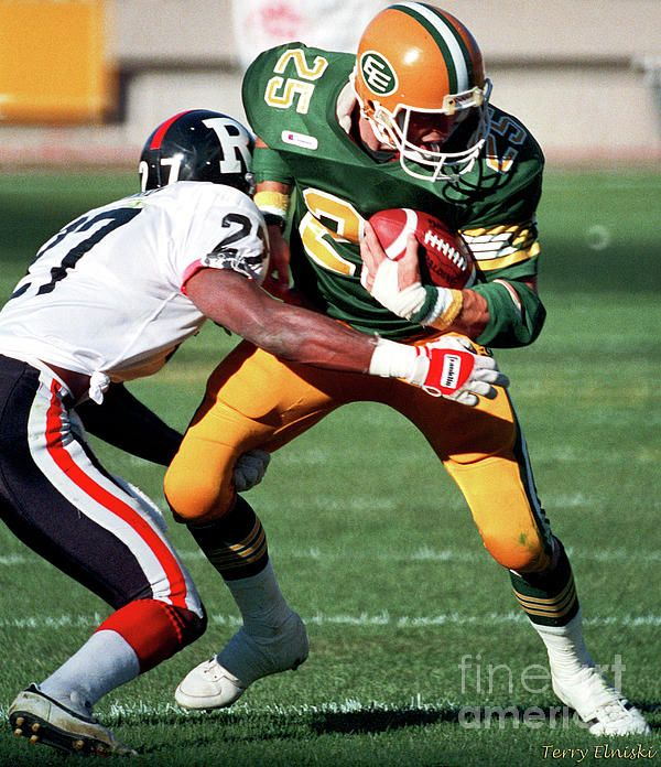 Action photograph taken of Edmonton Eskimos receiver Tom Richards #25, making a play after catching a pass against the Ottawa Rough Riders in this 1988 game.